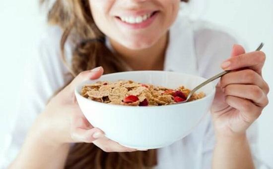 Giữ dáng bằng cách ăn đầy đủ bữa sáng