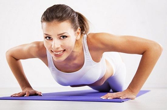 Cách khắc phục ngực chảy xệ bằng tập thể dục